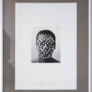Stefano-Bonacci-Autoritratto-con-punti-bianchi-e-neri-@-Breed-Art-Studios